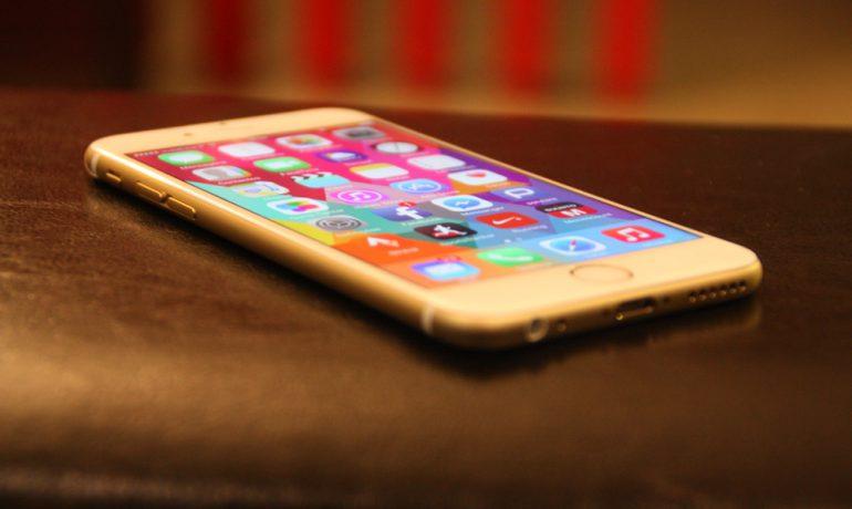 Como manter seu iPhone seguro na praia